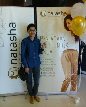At the opening of Natasha Beauty & Wellness in Malaysia! The 1st Natasha Beauty & Wellness Malaysia offers wide range of beauty treatments procedure including Natasha Micro Oxygen Facial & Natasha Body Spa. Natasha products are manufactured by it's own factory in Indonesia that has certified ISO to fullfil the local growing demand for Halal products & good quality treatments. Natasha has also picked @sharifah_sakinah as it's Malaysia brand Ambassador as her personality resonates with The Women of NATASHA who is outgoing, strong, opinionated & confidence. Thanks @natashaskin_my for the invites!😊💄#TGIF #NatashaBeautyAndWellnessMalaysia #NatashaSkinCareMY #NatashaSkinCare #SkinCareMadeForYou #Beauty #BeautyProducts #SkinCareProducts #Candid #Camwhore #Camwhoring #Blogger #MalaysianBlogger #LifestyleBlogger #Influencer #Clozette #StarClozetter #instapic #instaphoto #igers