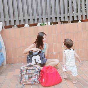 The recent taobao sharing, some pregnant mummies asked me what else they can buy 🛒 from taobao besides clothes. I told them you can get a Diaper Bag! 🎒⠀ ⠀ For the ladies, 1 bag where got enough? 😝 We need a collection of diaper bags ok! Different bags for different occasions and to match different outfits. Haha joking. I only have 3 diaper bags for different occasions. Why do I recommend this ᴀᴜᴛʜᴇɴᴛɪᴄ ᴅɪsɴᴇʏ ᴅɪᴀᴘᴇʀ ʙᴀɢ It's because it can also be a ᑭOᖇTᗩᗷᒪE ᕼIGᕼ ᑕᕼᗩIᖇ! Only RMB179 (about SGD$36!)⠀ ⠀ Super useful to use when you go to places that doesn't provide high chair or their high chair is dirty! 😱⠀ Let the photos & video do the talking! If you like it, click the link on my bio to buy this diaper bag! ⠀ ⠀ From 26 Sept - 28 Sept, 𝘬𝘦𝘺 𝘪𝘯 𝘤𝘰𝘥𝘦 𝘛𝘉𝘏999 𝘵𝘰 𝘎𝘌𝘛 ¥50 𝘖𝘍𝘍 (that's about S$10) with min. spend of ¥399(about S$79). It is first come, first served basis! Fingers must be fast, so better cart now! Singapore address must be used at check out and for one-time in-app use only. Other T&Cs apply!⠀ LAST DAY, SO DON'T MISS IT!