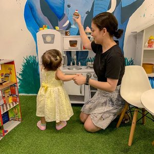 We found this nice kiddie salon/cafe and my little princess really loved it there! It made me wonder how she'd react when she finally gets her first haircut. Haha!😂 #clozette #ootd (Got my graffiti skirt for only 100 pesos.😉)