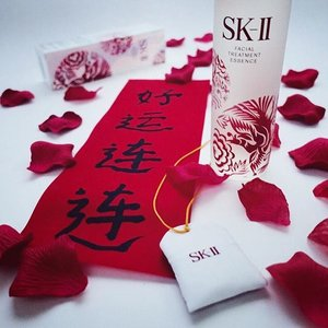 I've always been fascinated by the mythical Phoenix, symbolizing renewal and rising again, better and stronger than before. What a thoughtful reminder from SK-II this Lunar season with this limited edition New Phoenix Facial Treatment Essence. May we all rise to the occasion and let our hearts soar as high as it will. // #clozette #skii #skiigifts #changedestiny #gifts #skincare #beauty #CNY2016 #igskincare #igbeauty #mom #happymom
