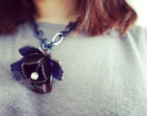 Blue flower on chain plastic necklace!