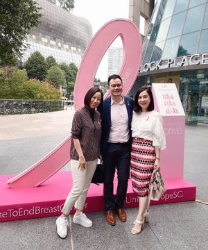 Great to start October with Estée Lauder Companies in support of their mission to create a breast cancer-free world. We can do our part too as for every social post with #timetoendbreastcancer and #unitedinhopesg, Estée Lauder Companies will donate $5 to support breast cancer research at @sghseen 🎀 Thank you @touchprandevents for having us always 💕 . . . #clozette #elcsg #esteelauder #esteelaudersg #breastcancerawareness #earlydetectionsaveslives #bcfsg #pinkribbon #pink