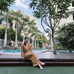 fun Saturday at friend's. Kids enjoying the pools, mama indulging in some poolside snaps with daddy's help 📷 . . . #clozette #weekend #getaway #beautifulhomes #visiting #pooltime #poolside #poolsidechillin #chilling #bythepool #floraldress #floral #yellow #mustard #ootd #wiwt #momlife #momstyle #cny #jumpsuit #weekendvibes #resort #resortwear #smile #happy #saturday