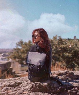 Exploring the ruins with my trusty travel companion 🎒 . . . . . 📷: @martinboey  #GastonLuga  #GastonLugaSG #travelwithGL #JasGoesGreece #JasGoesAthens