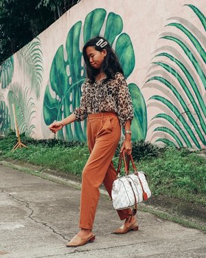 Can you guess what color I've been obsessing lately? ⠀ ⠀ Did you just say tan? Yup! You are correct. It's so obvious in this photo. Lol. And I've been loving animal prints too! I want more tan and animal prints in my wardrobe!! #DressingUpJoycefully