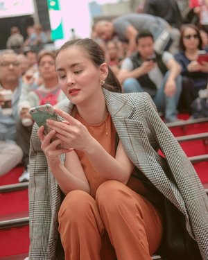 I was texting my family back in PI how I was feeling about being in New York in this photo. I wanted to cry (as you can see in my facial reaction), I've only ever seen this in movies and read about it in books. Next thing I know I was walking around Manhattan, breathing New York's air, vibing Times Square's energy. 😭🙏🏻 #clozette