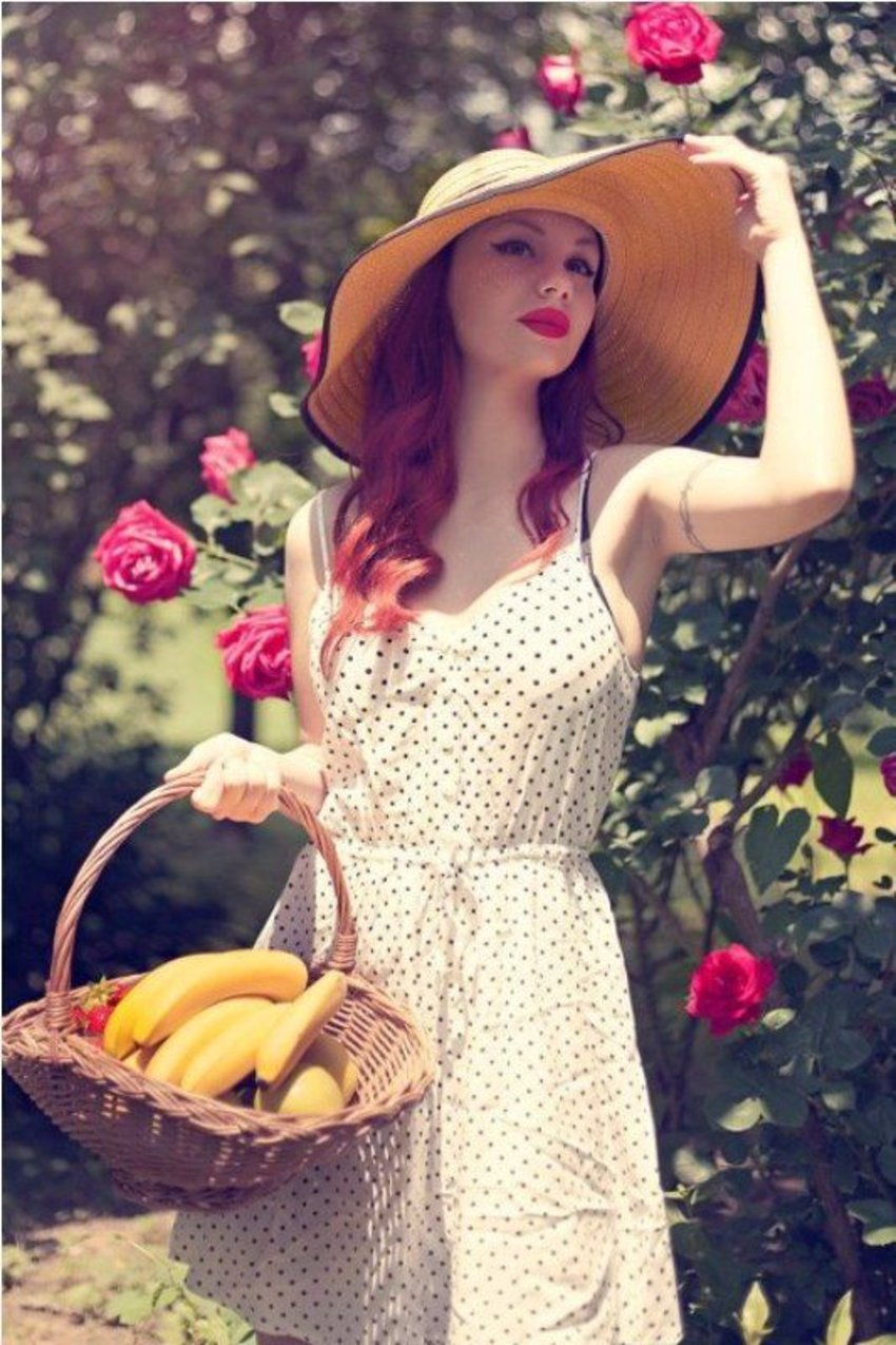 Casual 50s style with a polka-dotted sundress and floppy sunhat. Model: Angie Von Kruger (Ana Perduv) Photographer: Filip Dizdar