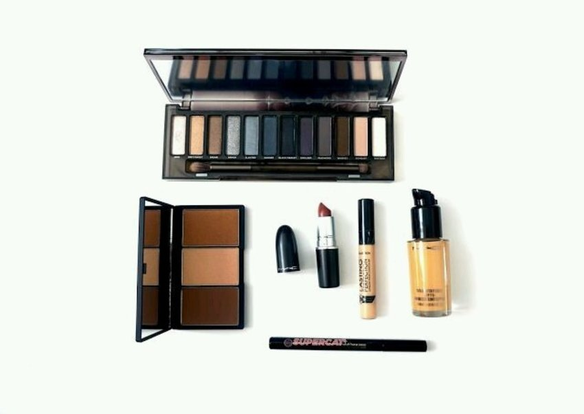 Make up haul give us terapy when we are stress