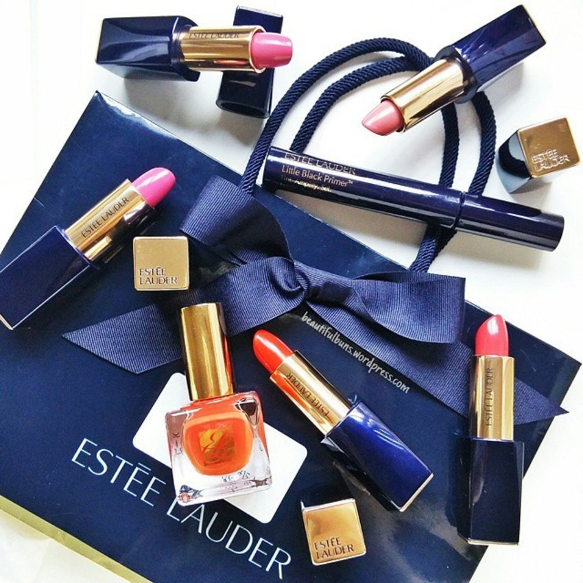 Phew! The wedding went off without a hitch - Maid of Honour duties fulfilled!  Also filled in as PR manager for the bride cos Straits Times sent a photographer down to cover the wedding - it was a crazy crazy love-filled weekend! Returned home to this similar love-filled package from Estee Lauder waiting for me, and it contains their new Little Black Primer for the lashes. It serves as a lash tint, reduces flaking and smudging and also serves as a top coat 😍 Also excited to try the lippies -  new Pure Color Envy Sculpting Lipsticks (and some shades even come with matching nail colours!) 💋 #lipstickenvy #lip #lipstick #lippie #Makeup #makeupjunkie #makeupaddict #beauty #beautyaddict #beautyjunkie #beautyblogger #beautyblog #bblog #bblogger #clozette #getklarity #esteelauder #littleblackprimer #mascara #primer #newin #에스티로더 #립스틱 #프라이머 #신체품