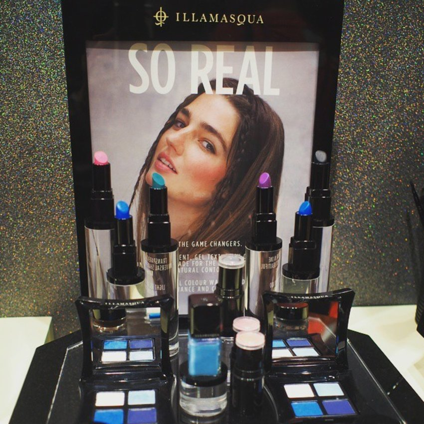 Here's the beauty from @illamasqua latest range 'So Real'. Packed with toning #lippies in attractive blue and even black, it's all about adding definition and tone to your lips.  contouring blushers adds natural glow too. And who's up for some #blue #eyeshadows? Tone up or down for the day, nothing's impossible.  Learnt tons from makeup artist @larryyeo and Thanks to @clozetteco and @illumasqua !! #clozette #clozettexillamasqua #illamasquasg #selfie #wefie #makeup #sgbloggers #sgblogger #beautyblogger #bbloger