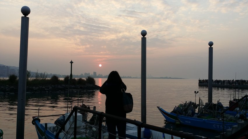 Throwback My travel to Dan Shui. Mesmerized by the sunset, the cool-breeze. Kind of miss the fun...hope to see there soon.